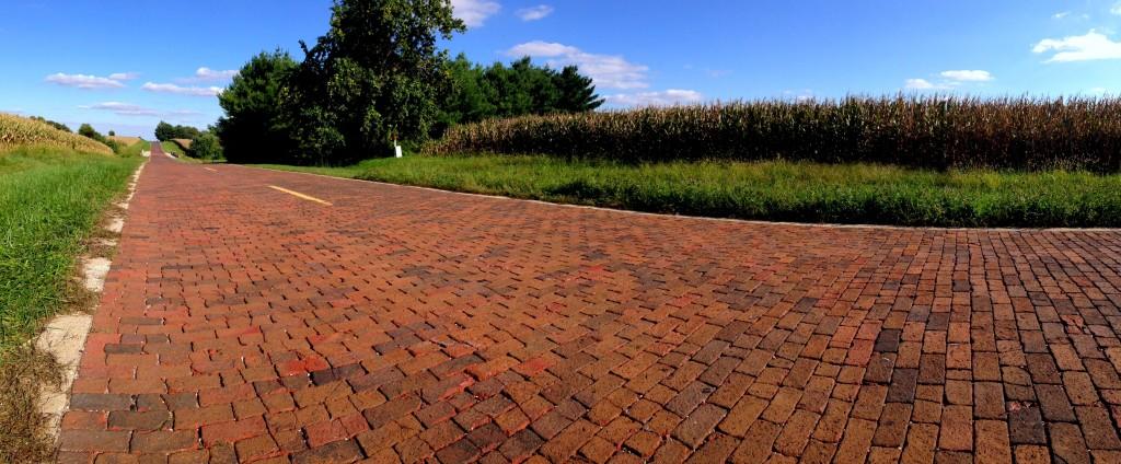 Brick_Paved_Route_66_Panorama