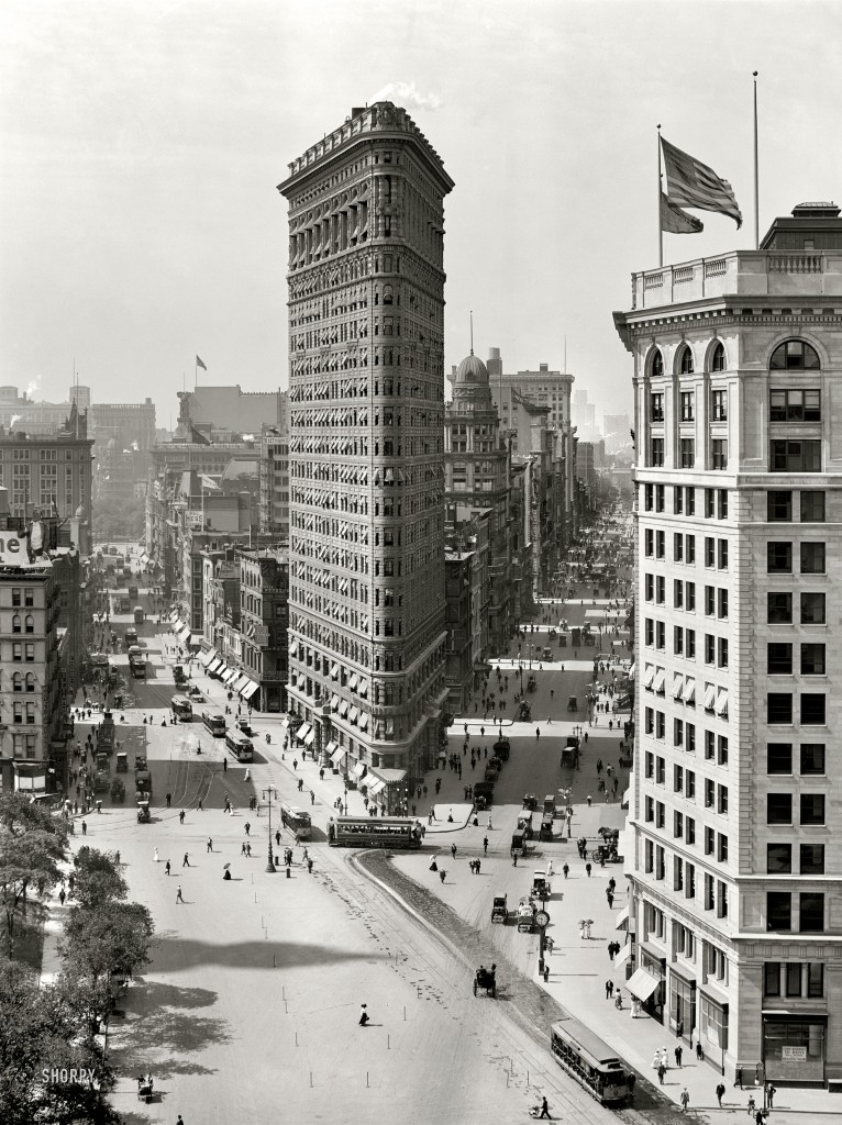 Flat_Iron_Building,_New_York_1909