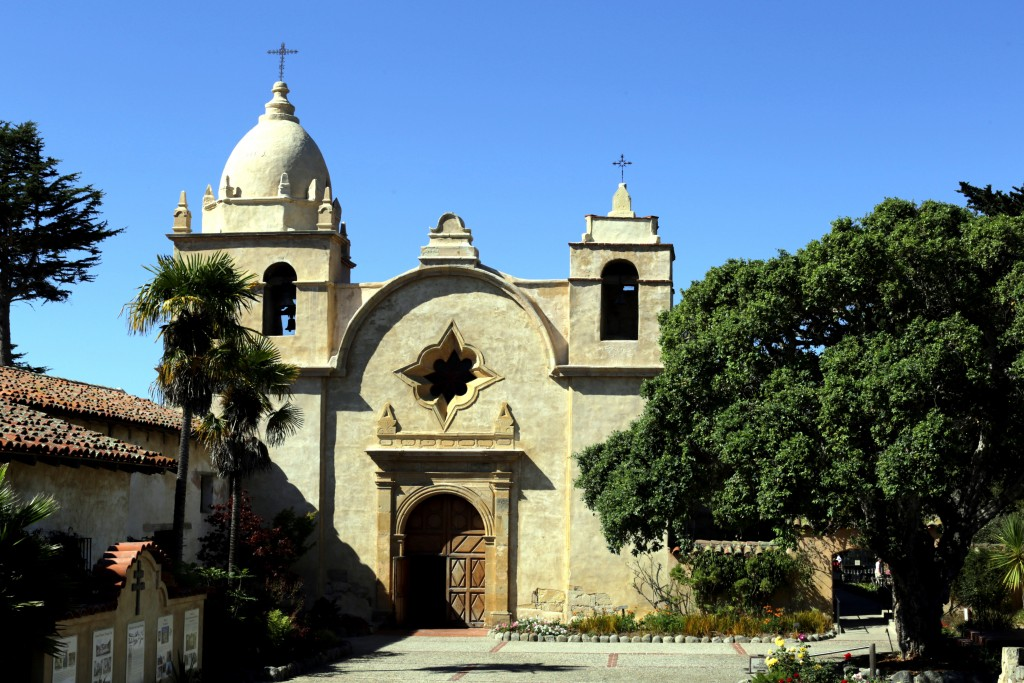 Pfarrkirche_der_Mission_San_Carlos_Borromeo_de_Carmelo_in_Carmel-by-the-Sea