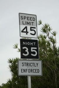 800px-Night_speed_limit